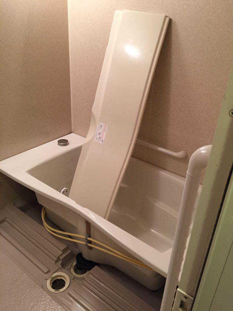浴室クリーニングは浴槽下エプロン内洗浄も含む